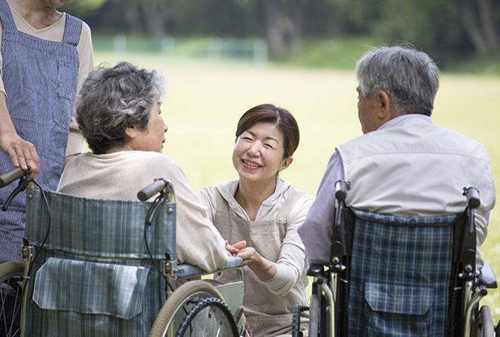 介護福祉士の資格をとることによるメリットとは?